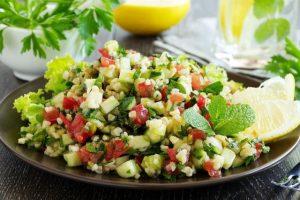 nane-soslu-yaz-salatasi