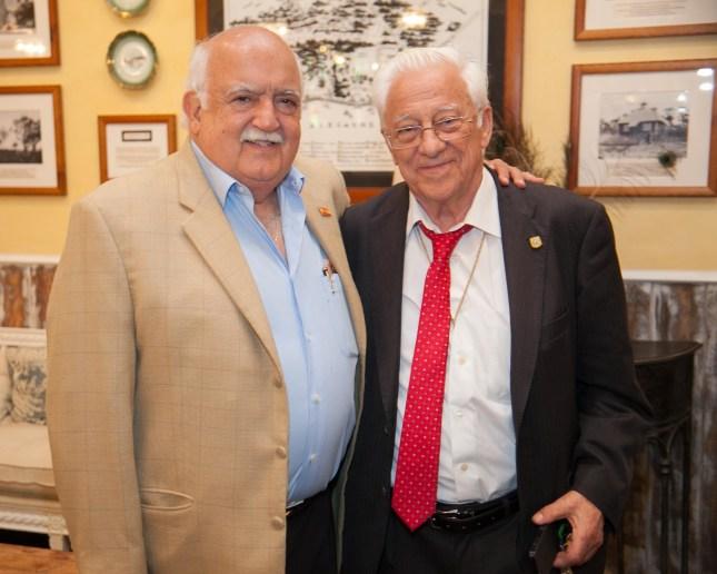 Amigos: El padre Ángel junto a Don Adolfo Olloqui, dos personalidades que se conocen hace años.