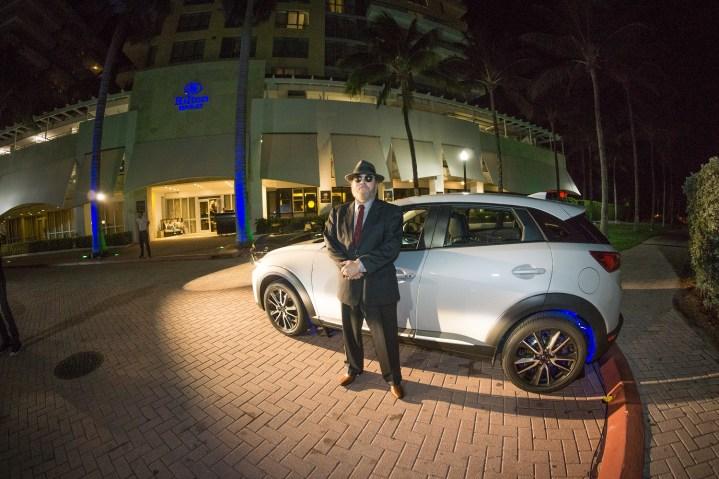 Pepe Forte, junto a Mazda CX-3 de 2016.