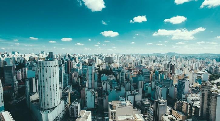 BRASIL Y EL AUMENTO DE PRECIO DE LAS MATERIAS PRIMAS IMPULSAN A AMÉRICA LATINA