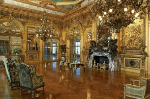 Chandeliers in the Grand Salon were inspired by those within the Chateau de Maisons-Laffitte near Paris.