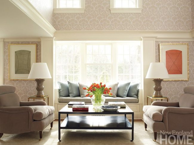 Situated in the original part of the house, the bright sitting room is anything but old fashioned, thanks to contemporary art and furnishings. The clever designers devised the spacious, pillow-filled window seat and opted for the symmetry of twin lamps, chairs and tables to enhance congeniality.