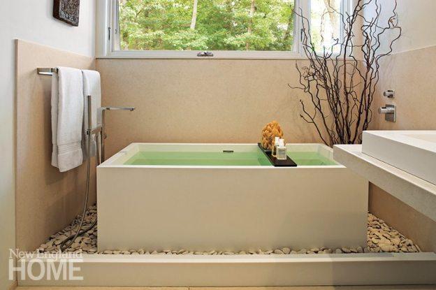 A bath by Cambridge, Massachusetts, architect Maryann Thompson boasts a Japanese-influenced soaking tub.