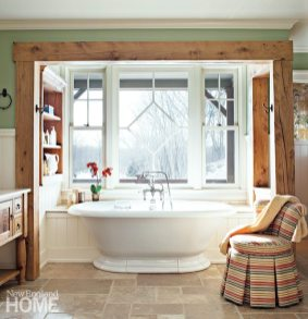 A tub enjoys dramatic views and its own proscenium arch.