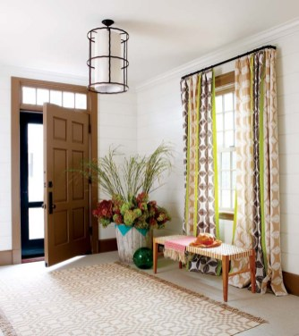 Chic simplicity begins in the entryway.
