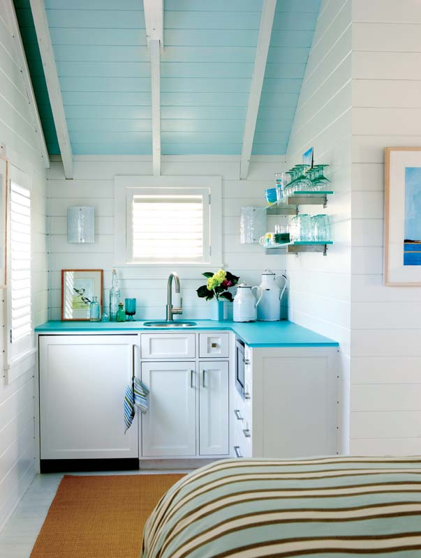 The cabin'€™s kitchenette boasts a turquoise blue, sand-blasted glass countertop.