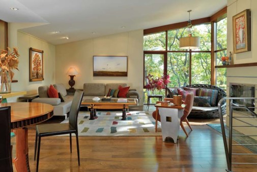 In the Modernist tradition, designer Kathryn Corbin chose furnishings with strong, clean lines