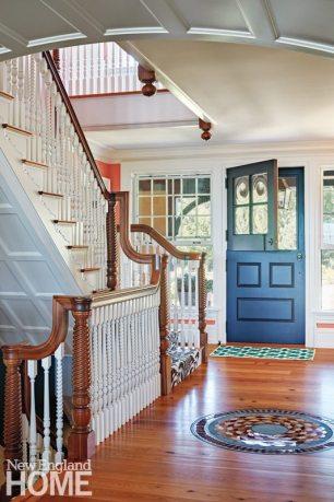 Rhode Island Shingle Style Entryway
