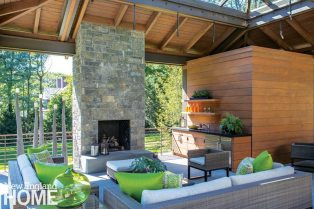 Lda Architects Wellesley Tudor-Stye Home Outdoor Seating Area