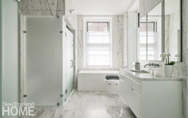 Manuel de Santaren Boston White Bathroom