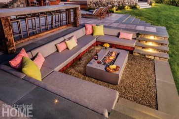 Outdoor Entertaining Space Fire Pit