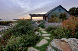 A Contemporary Martha's Vineyard Retreat Designed by Hutker Architects