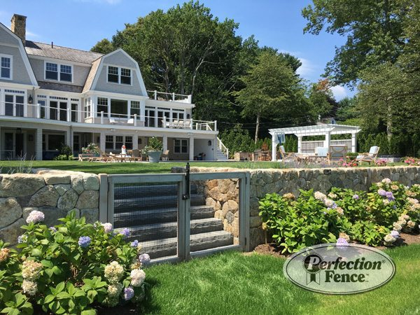Retaining wall with fence