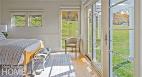 To preserve the magnificent views from the master bedroom, the owners chose simple roll-up window blinds.