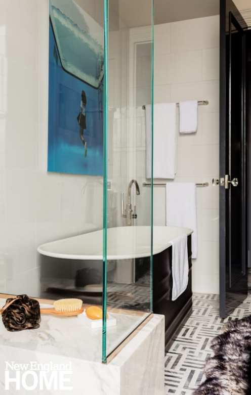 Freestanding tub with black exterior