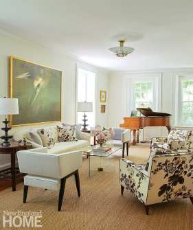 """Schumacher's Pyne Hollyhock print—made popular by designer Albert Hadley—enlivens the living room. """"This is a masculine way of doing chintz,"""" says Puiia."""