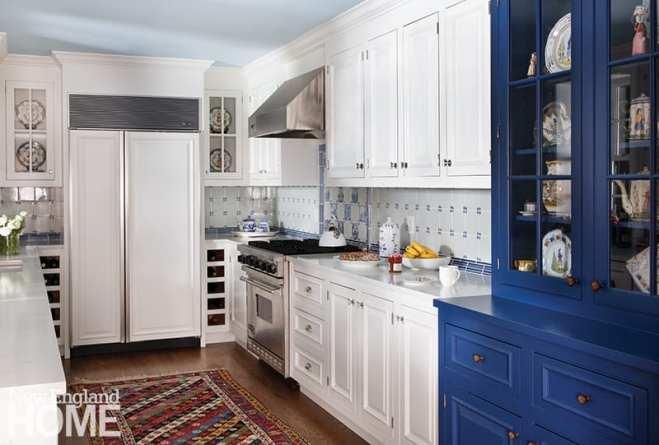 The kitchen backsplash sports more Delft tiles.