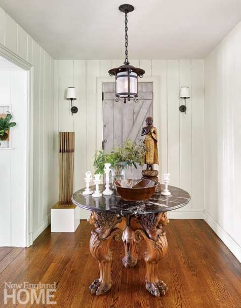 Entryway with bodhisattva statue/.