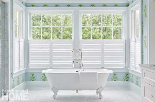 White claw footed tub with Katie Ridder wallpaper.