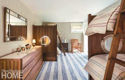 Adult bunk room with Italian linens