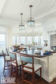 Tesa played with woodwork details throughout, even on the ceilings; in the kitchen, that means a pretty elliptical detail that conjures gentle ocean waves.