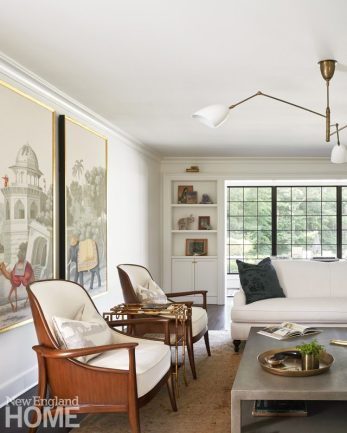 Neutral living room with deGournay wall paper