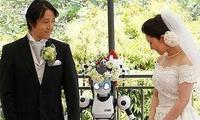 Un couple de Japonais marié par un robot