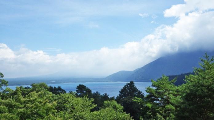 洪庵キャンプ場管理事務所の上の方から見た富士山方面