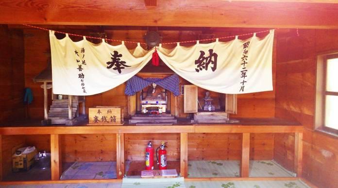 田代山避難小屋の弘法大師像