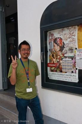 Herr Ikawa vor der Aufführung von Tokyo/Lovers