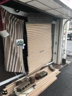 Den Takoyaki-Laden hats mitgenommen.