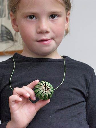 Nel Linssen Papieren Sieraden Paper Jewelry Artwork 2010