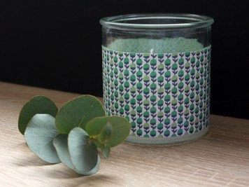 Bougie DIY et branche d'eucalyptus