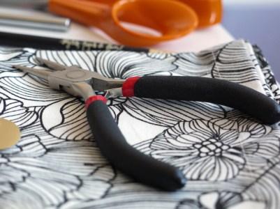 DIY : des boucles d'oreilles en cuir