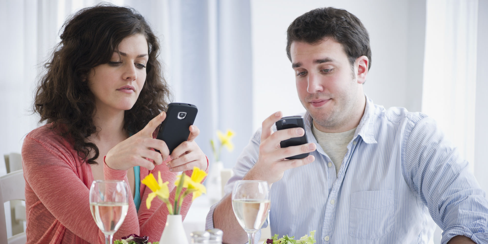 tinder texting while having dinner
