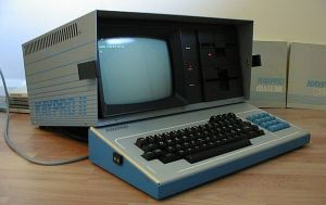 Kaypro_II_portable_computer_with_dBase_II_and_CPM_2013-04-04_00-57