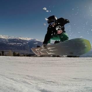 Nouvelle vidéo #frisek en ligne 👊 lien dans la bio @frisek ou www.frisek.ch/?page_id=1639 ❄ Pour le fun et l amour du snowboard 😘🏂