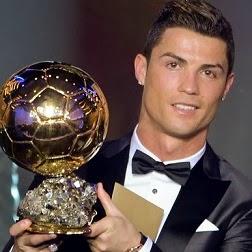 Cristiano Ronaldo con el Balón de Oro 2013 entrega de premios