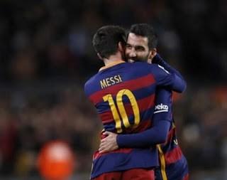Barcelona 4-Espanyol 1. Octavos Copa del Rey (ida) Messi y Turan festejan gol