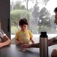 Messi, Mateo y Antonella jugando a las Cartas