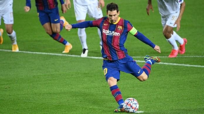 Gol de Messi de penal ante el Ferencvaros