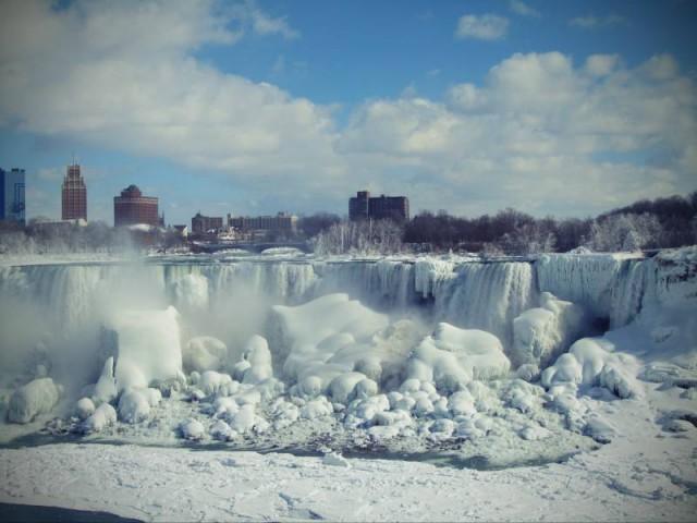 #frozen-niagara-falls