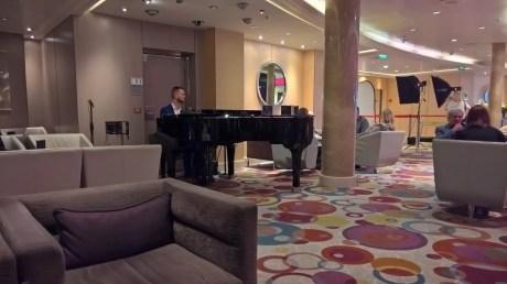 Pianist, Blue Bar, Azura