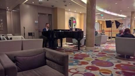 Azura Pianist