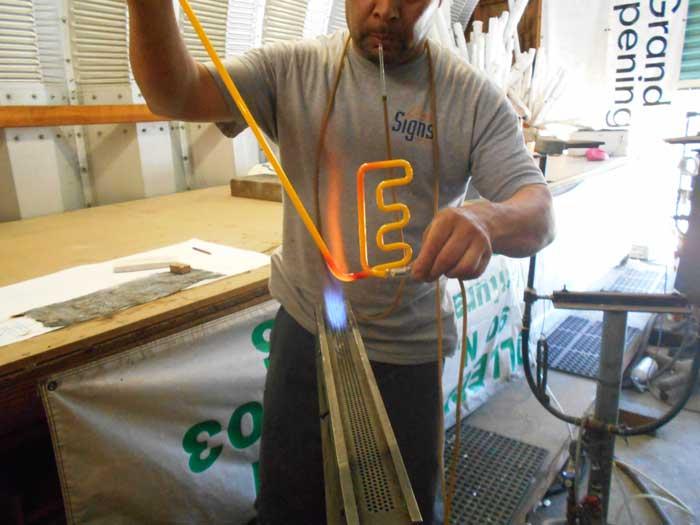 изработване на неонови тръби