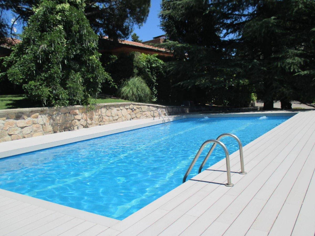 Limpiar tarima exterior sintetica - Climatizar piscina exterior ...
