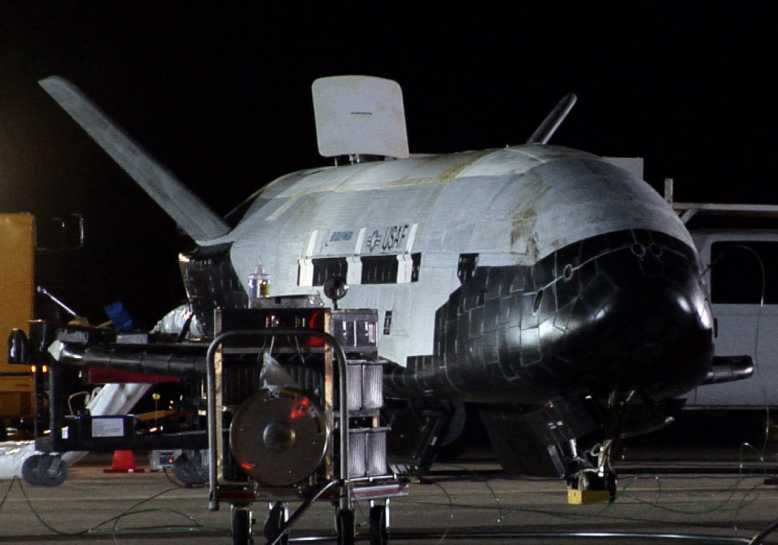 """US Space Force : décollage du X-37B, le mystérieux vaisseau spatial classé """"secret défense"""""""
