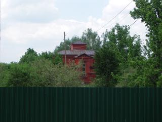 Кажется что дом старый, Двухэтажный, кирпичный дом в традиционном стиле . Художник Алиса Зражевская