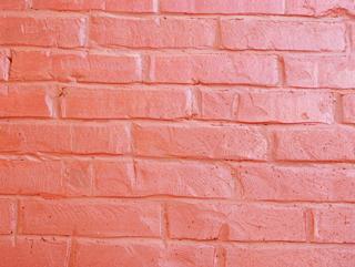 Обработка кирпичной стены, Двухэтажный, кирпичный дом в традиционном стиле . Художник Алиса Зражевская