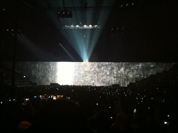 20110512_roger-waters-gilmour-wall-london-o2-pic2.jpg